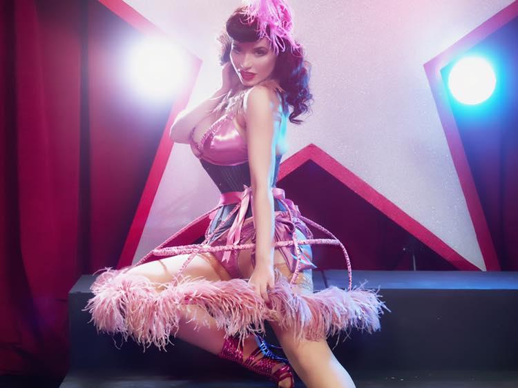 Entretien avec Emma Mylan: «Le burlesque n'a pas un but sexuel, les deux autres oui»
