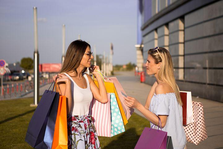 Les femmes et le shopping: les raisons d'un mariage qui dure